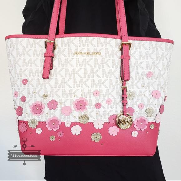58e2a52b1fc7 Michael Kors Bags   Nwt Medium Carryall Tote Floral Bag   Poshmark